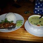 Супчик на кокосовом молоке и рис с мяском. Очень вкусные!!