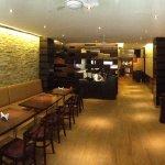 Sam's Bar and Restaurant照片