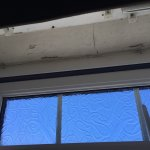 Poor condition of the windows in the room..