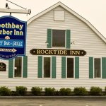 Get to the hotel by turning in here, in front of the Rocktide Inn.