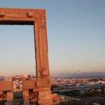 Naxos city sullo sfondo