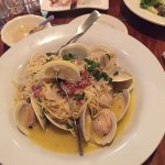 The linguini with clams was awesome! The shrimp cocktails were huge and tasty. 🍤🍤🍤