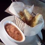 Pan con tomaca, sin glutén ni huevo. Muy bueno.
