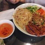 Bun bi nem nuong (vermicelli + grilled pork)