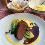 Rindfleisch vom Black Angus mit weißer Schockoladensauce, Pak Choi Gemüse und Kartoffelstampf