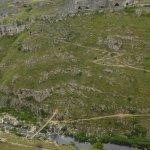 accesso dal ponte tibetano scalando la rupe