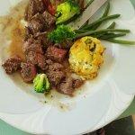 Assiettes aussi belles visuellement que bonnes gustativement. Un sans faute