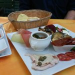ANTIPASTI, Brot und Dips