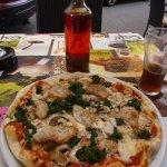 Pizza Pollo mit schafem selbstgemachtem Öl zum beträufeln