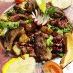 Salade perigourdine, belles tranches de goie gras