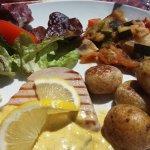 Mis cuit de thon sauce cury ratatouille maison et pommes de terre de Noirmoutier bien sûr