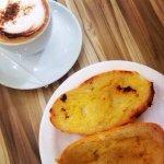 Cappuccino e pão na chapa! Melhor café-da-manhã ever!!