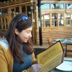 Restaurante El galeón con una empanada de jaiba