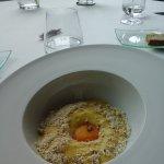crème mousseuse de mais, poudre de pop corn et jaune confit