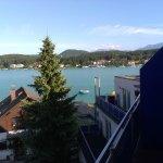 Blick von der Terasse zum See - herrlich! (morgen-mittag-Sonne)