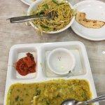 Photo de Hotel Saroj & Sweet Mart Restaurant
