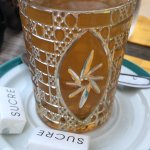 thé verser tradictionnellement devant vous
