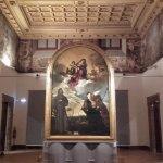 La sala dove è custodita la Pala Gozzi di Tiziano.