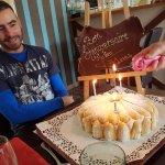 le gateau d ' anniversaire et son gourmand