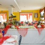 Una delle due nostre sale da pranzo, addobbata per la nostra festa e cena privata di Ferragosto.