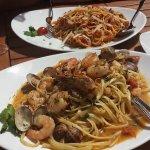 Pasta Bolognese und Pasta Meeresfrüchte