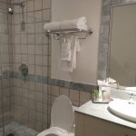 Three bedroom oceanfront suite: 2nd bdr ensuite bathroom w/ shower only