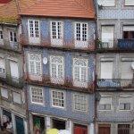 Fachadas con los azulejos típicos de Oporto!