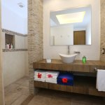 Ocean Front Family Suite Bathroom