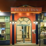 Sunset Inn & Suites Front Door
