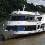 Fährt mit dem Kristallschiff von Passau nach Kasten und zurück