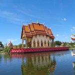 un templ sur le lac
