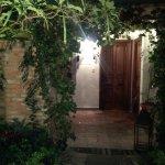 La primera noche, llegando a mi habitación a través del jardín