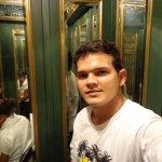 dentro do elevador