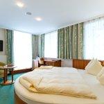 Standardzimmer mit rundem Bett