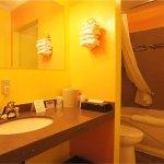 2 Queen Bed- Bathroom