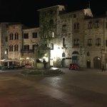 Aussenansicht Hotel Cisterna by night...
