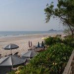 Пляж, вид из отеля Veranda Lodge