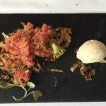 Carpaccio de ternera del Ripollés con helado de mostaza