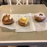 Bourbon Maple Bacon, Chocolate Lovers, Cherry Pie, Key Lime Pie, and Mango flavored Donuts.