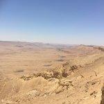 Многослойные и разноцветные пески кратера Рамон !