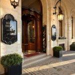 Hotel Regina Entrance