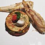 Pêche du moment, des légumes d'ici en ratatouille, socca et jus de légumes braisés