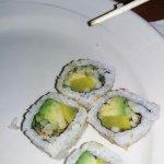 Sushi de vegetales y aguacate.