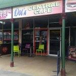 Dot's central cafe