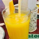 Ripe mango shake ... Unhappy , the use serving glass .