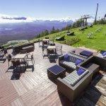 山頂は標高1,900m。目の前に広がる大パノラマをお楽しみください。