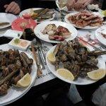 Berberechos, langostinos, navajas, almejas, calamares, etc.