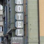 Enseignede l 'hôtel vue de la rue