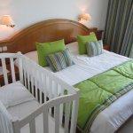 lit double avec lit bébé