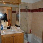 une des deux salles de bains
